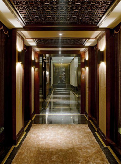 咖啡色新古典走廊设计
