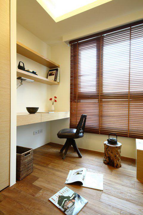 米色温馨卧室工作区效果图