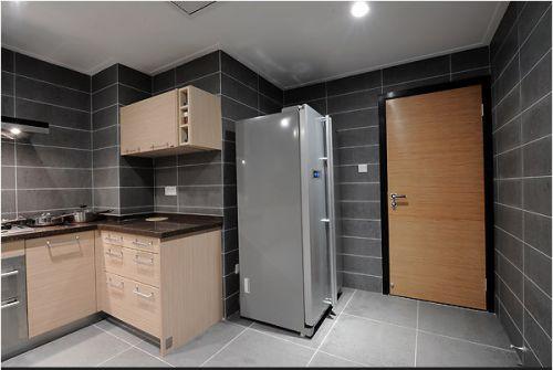 金属质感的厨房装潢