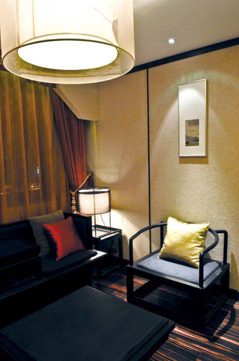 硅藻泥墙壁的古典客厅设计