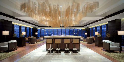 別墅寬敞的餐廳裝潢
