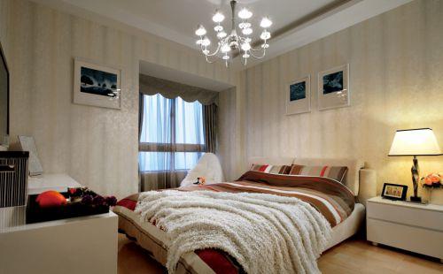 暖色简欧风格卧室布置