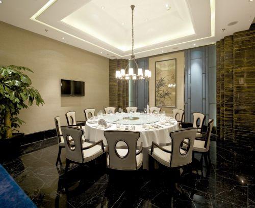 白色餐桌的大气餐厅装潢