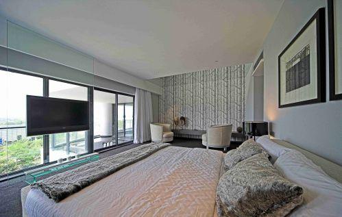 现代简约风格卧室落地窗装修图片