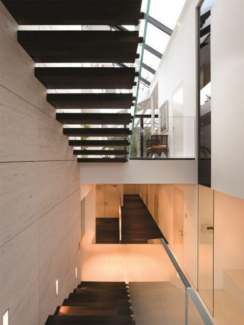 别墅装修楼梯踏步板设计