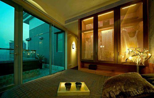 东南亚卧室玻璃推拉门效果图