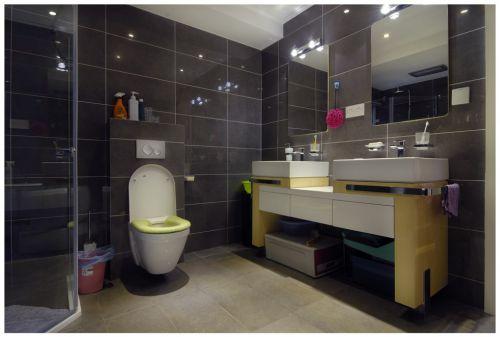 灰色简约小型卫生间设计