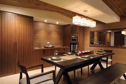 木质简约风开放式厨房装修效果图