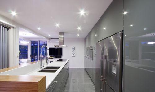 现代风格开放式厨房整体橱柜装修效果图