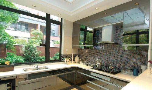 现代风格阳光厨房橱柜图片