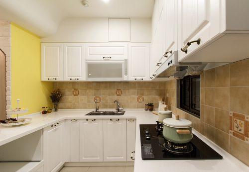 美式风格米色厨房橱柜装饰案例