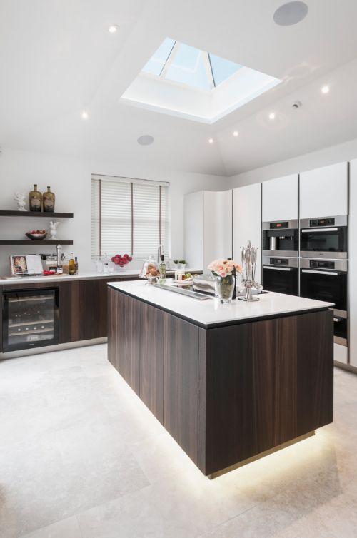 现代风格白色清新厨房橱柜装修设计