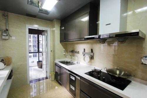 现代风格米色雅致厨房橱柜装潢设计