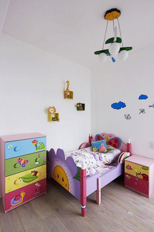 白色童趣简约儿童房效果图赏析