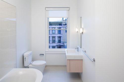 纯粹白色简约风格卫生间装潢设计