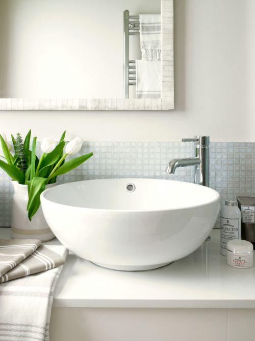 简约风格白色卫生间装修案例