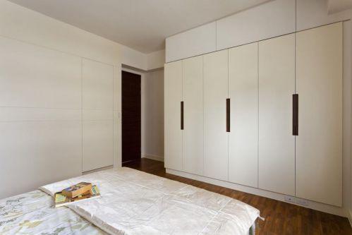 白色简约风格卧室衣柜设计案例