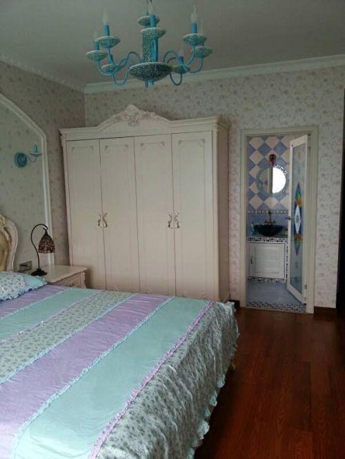 田园风格蓝色卧室衣柜装修效果图片