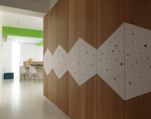 木质墙面的玄关设计