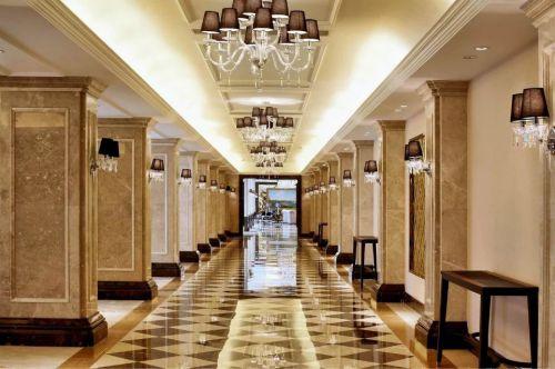 古典欧式走廊吊顶设计效果图
