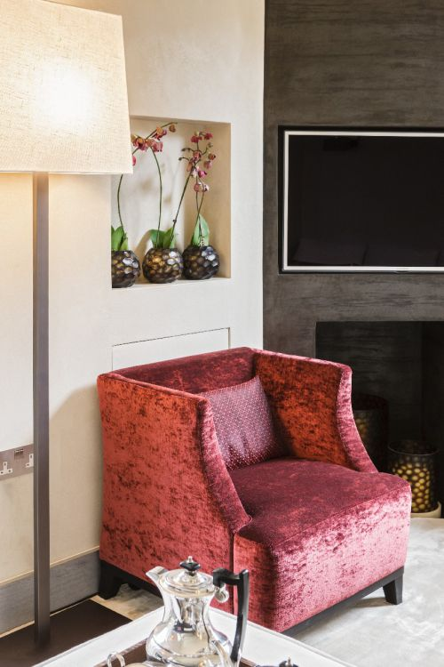 现代四居室客厅红色沙发装修效果图