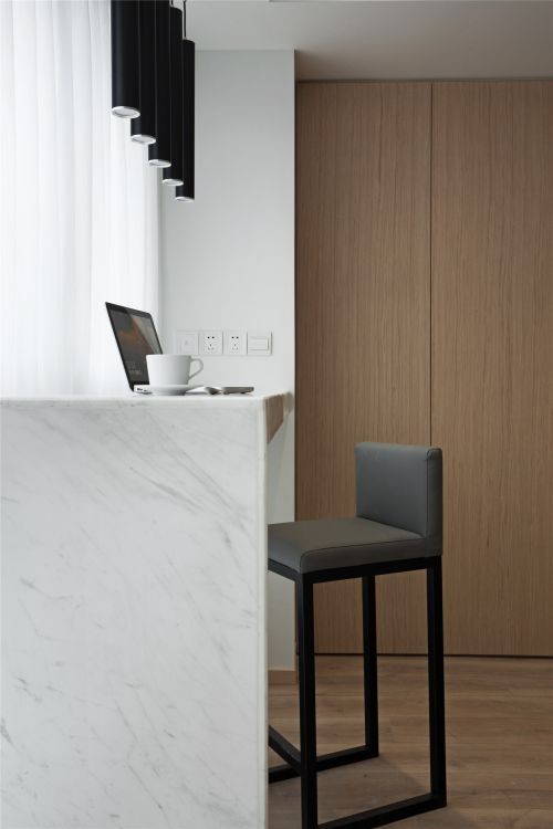 个性白色现代风格客厅吧台装修实景图