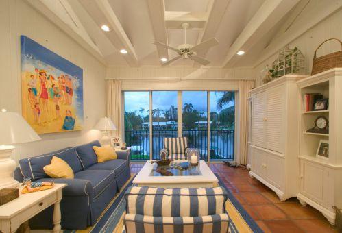 浪漫清新地中海风格客厅沙发装修效果图