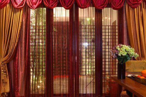 东南亚红色客厅窗帘效果图
