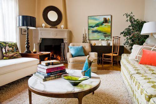 温暖浅黄色新古典风格客厅装修图