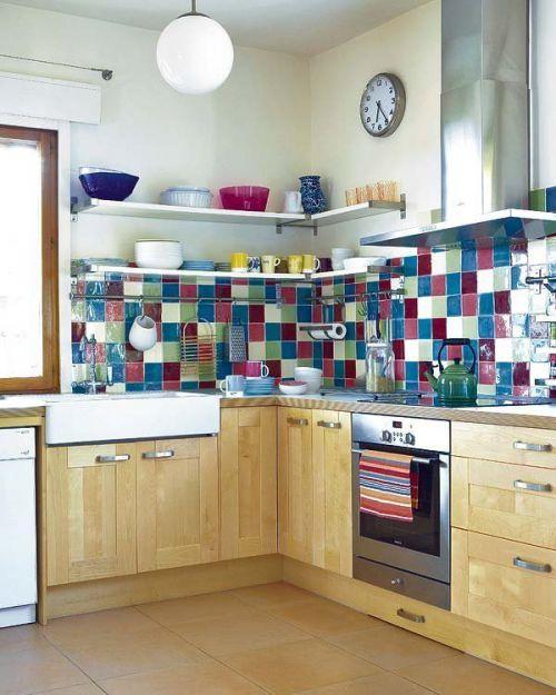 现代风格小户型厨房彩色背景墙设计图