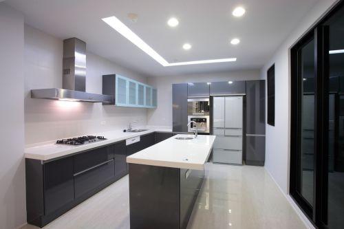 现代三居133平厨房黑色橱柜装修效果图