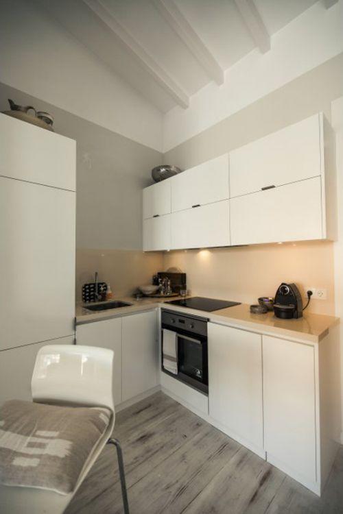 现代简约风格小户型清爽白色厨房图片
