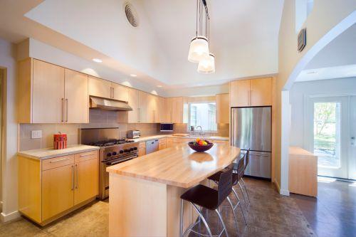 温馨暖意现代风格开放式厨房装修图片