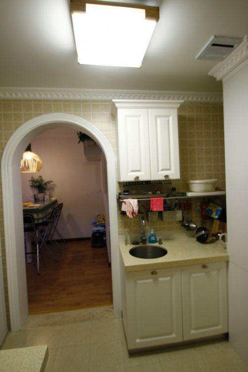 现代简约一居室厨房隔断装修效果图欣赏