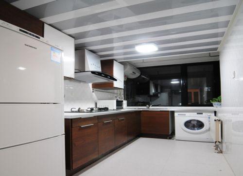 现代简约二居室厨房灯具装修效果图