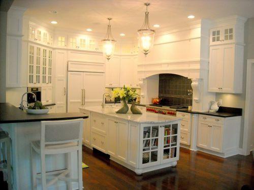 简欧风格三居室白色U型厨房装修效果图