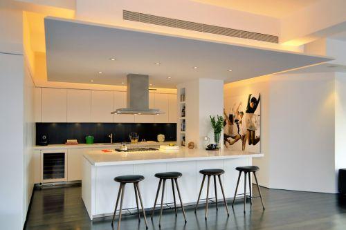 96平白色简欧带吧台厨房