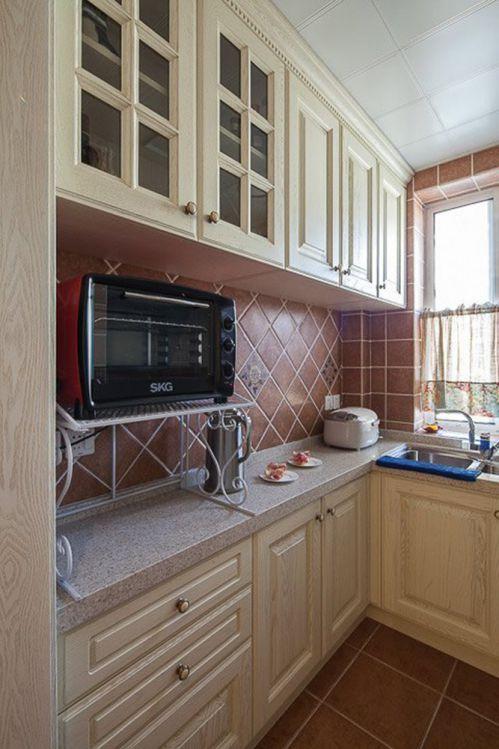 田园风格二居室厨房橱柜装修效果图