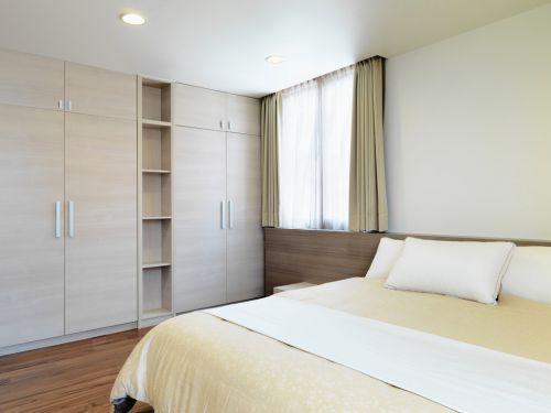现代简约风卧室白色组合衣柜装修设计图