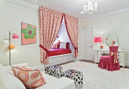 现代简约风格卧室飘窗白色榻榻米装修图片