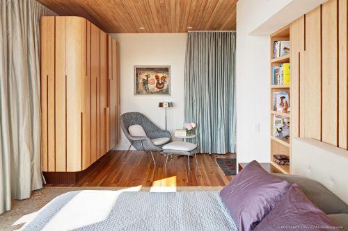 现代简约风格木质主卧衣柜装修效果图