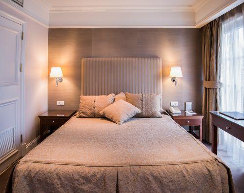 现代粉色二居室卧室装修效果图