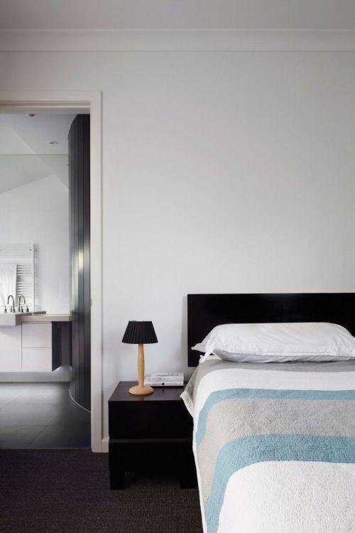 雅致现代风格卧室实用床头柜效果图