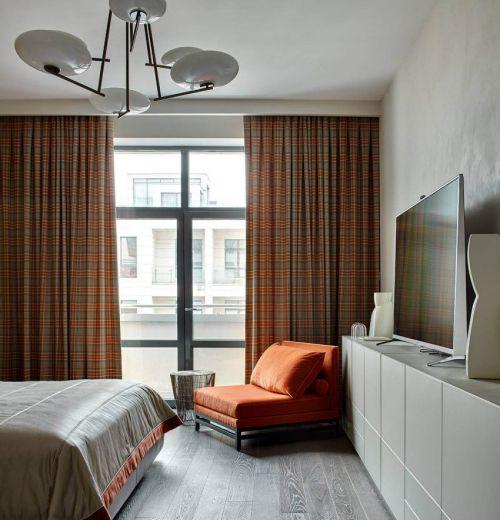 温馨现代风格卧室格纹窗帘装修图片
