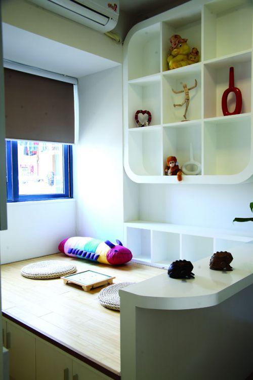 现代简约三居室卧室榻榻米装修效果图