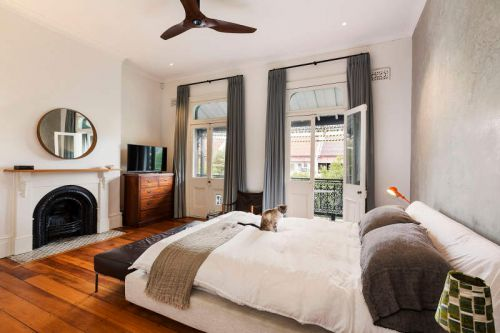 优雅简欧风格卧室温暖壁炉装修设计图