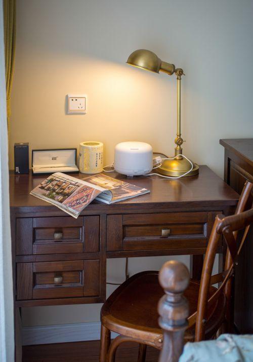复古中式风格卧室实木书桌效果图