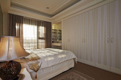 奢华欧式风格卧室衣柜装修案例