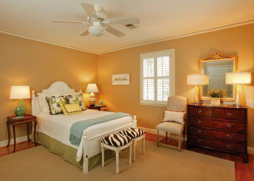 欧式风格黄色设计卧室装修实景图