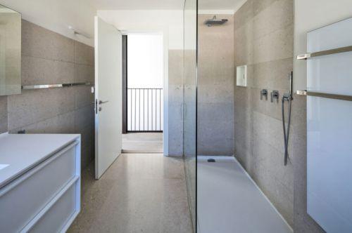 现代风格卫生间干湿分离实用设计图